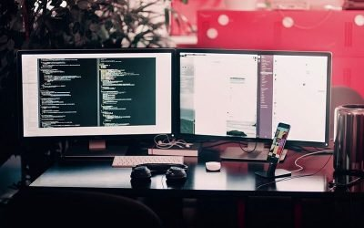 6 reasons to outsource software development (with tips)
